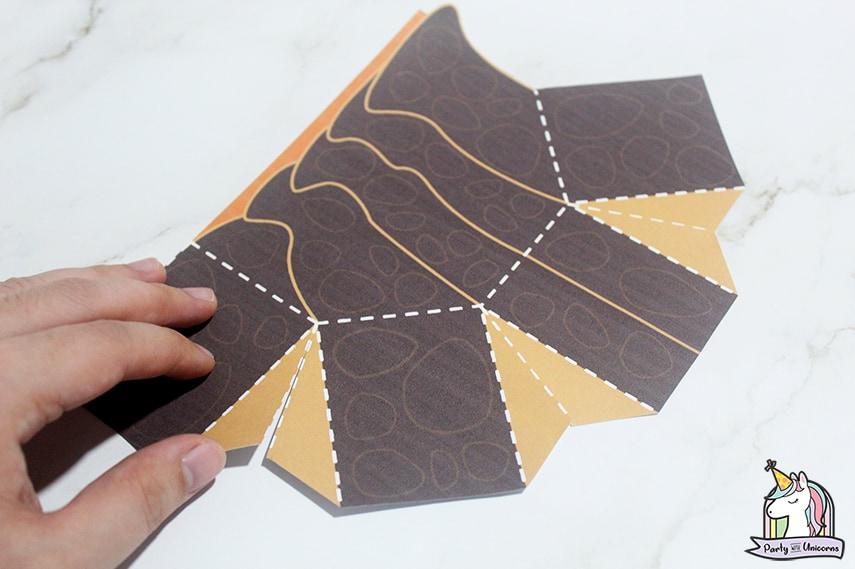 Tuk Tuk Favor Box Step 3 image
